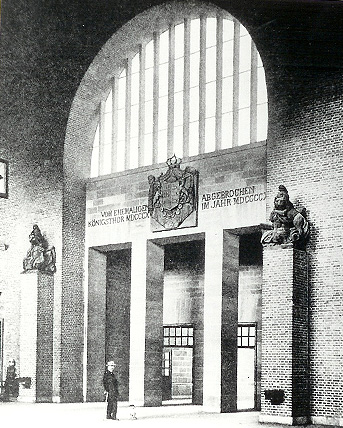 Historical photo of the »Middle Exit« in the platform concourse.